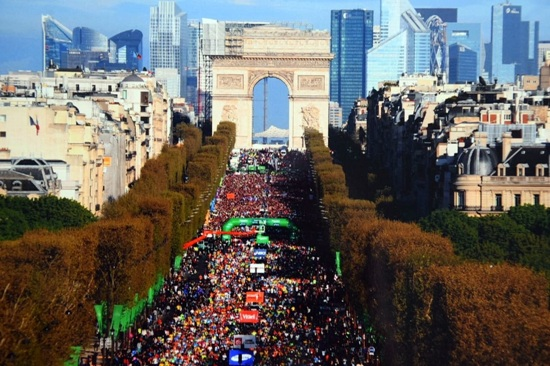 60.000 Läufer gingen 2014 mit Sebastian Hoss beim Paris-Marathon an den Start. Foto: Privat